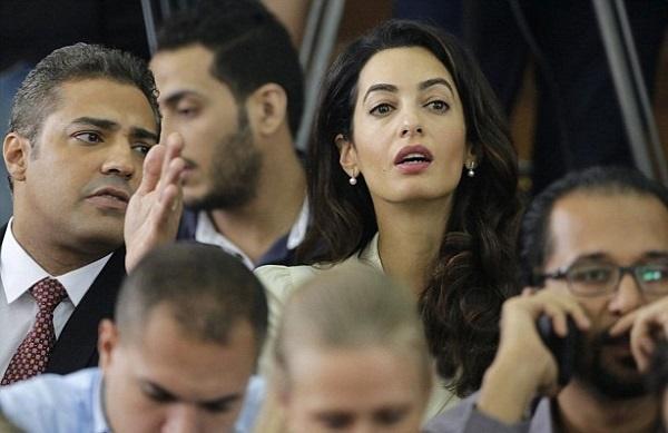 دفاع امل کلونی از روزنامهنگاران در قاهره