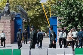 برخورد قهری با دانشجویان معترض در مقابل سفارت انگلیس