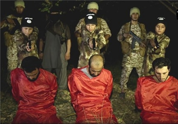 اعدام ۳ سرباز عراقی توسط ۳ کودک داعشی+عکس