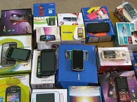 قاچاقچی گوشی های تلفن همراه در دام پلیس آستارا