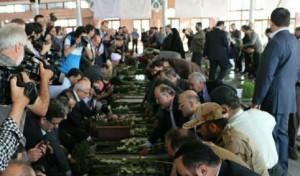 گزارش تصویری؛ گلباران مزار شهدای رشت به مناسبت هفته دولت