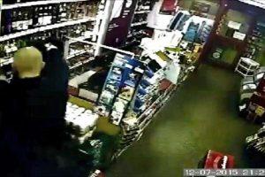 اقدام وحشتناک با زن فروشنده در انتهای فروشگاه +تصاویر و فیلم