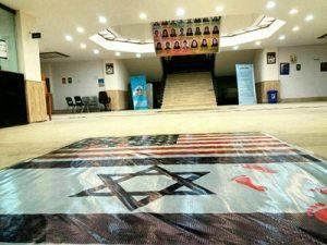 جمع آوری پرچم آمریکا و اسرائیل در جهاد دانشگاهی رشت آن هم در روز دانشجو که تولد مرگ بر امریکا است!