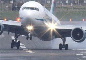 برخوردشدیدهواپیما با باند فرودگاه + عکس
