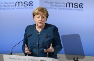 مرکل: باید بین اسلام و تروریسم تفکیک قائل شد
