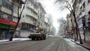 تصاویر اقدامات شهرداری منطقه ۲ رشت برای مدیریت بارش برف