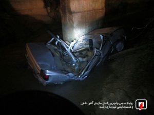سقوط خودروی سواری در کانال آب دو سرنشین را به شدت مصدوم کرد