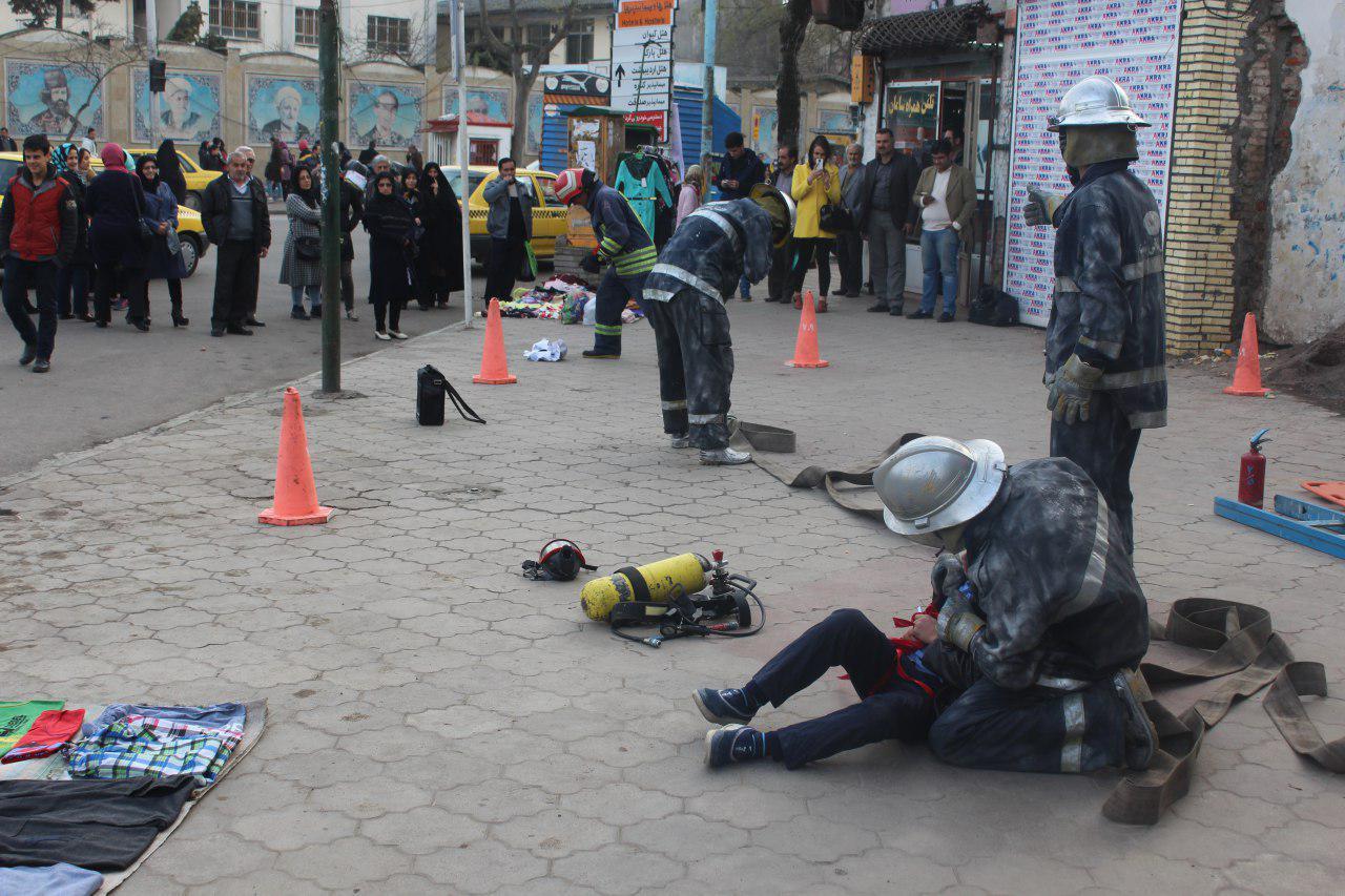 تصاویر نمایش خیابانی آتش نشانان در رشت