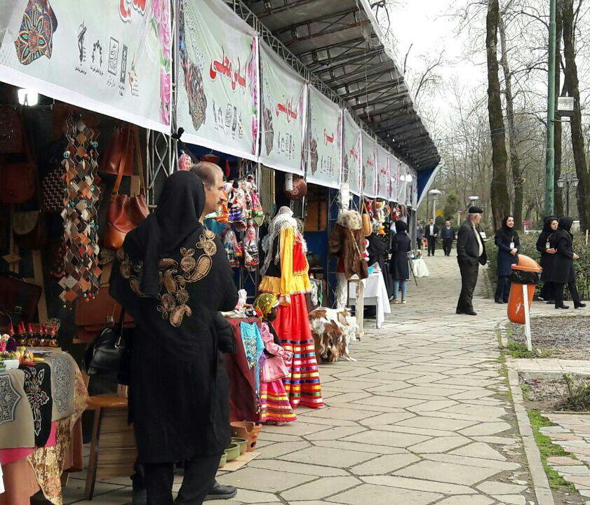 نمایشگاه نوروزی صنایع دستی و سوغات استان گیلان در پارک ملت