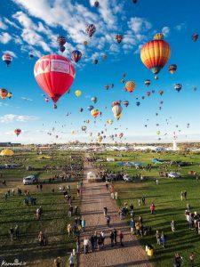 جشنواره بالون فیستا | بزرگترین رقص رنگی در آسمان