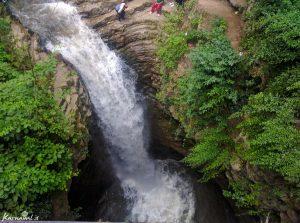 جاده ای زیبا و رویایی در گیلان/آبشاری زیبا