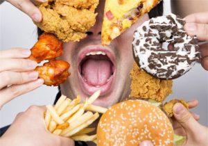 مصرف فست فودها بیماری التهاب روده را تشدید می کند