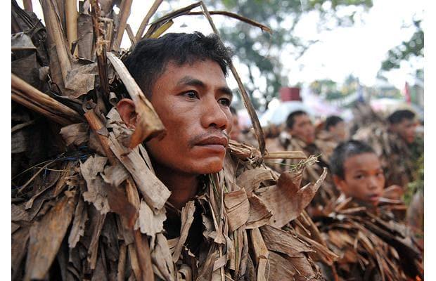 ۱۰ قبیله که از پیوستن به دنیای مدرن اجتناب میکنند/ عجیبترین و دور افتادهترین قبیلههای باقی مانده در دنیا