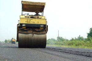 بهسازی آسفالت بیش از ۷۵ کیلومتر از راههای روستایی گیلان