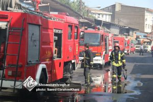 گزارش تصویری تلاش ۵۸ آتش نشان در پی آتش سوزی باقر آباد رشت