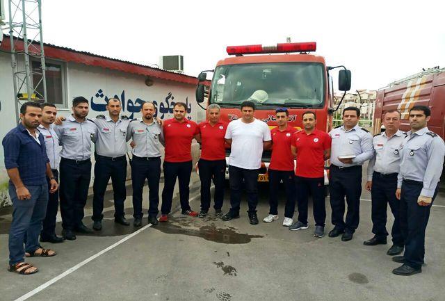 آتش نشانان شهر باران به مسابقات شنای شهرداری های کلانشهرهای کشور اعزام شدند