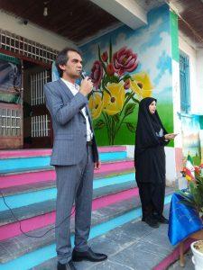 """نواختن زنگ مدرسه راه شهدای منطقه """"صف سر"""" توسط مدیر منطقه ۴ شهرداری رشت"""