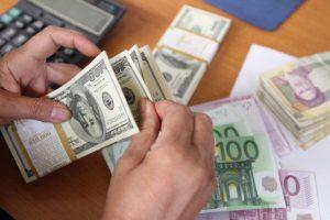 قیمت ارز در روزهای آینده نیز کاهشی خواهد بود/ مردم دلار نخرند