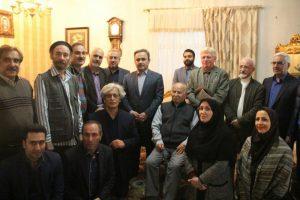 دیدار فرماندار شهرستان لاهیجان و جمعی از اصحاب فرهنگ و هنر با نویسنده کتاب«شهر من لاهیجان» + تصاویر