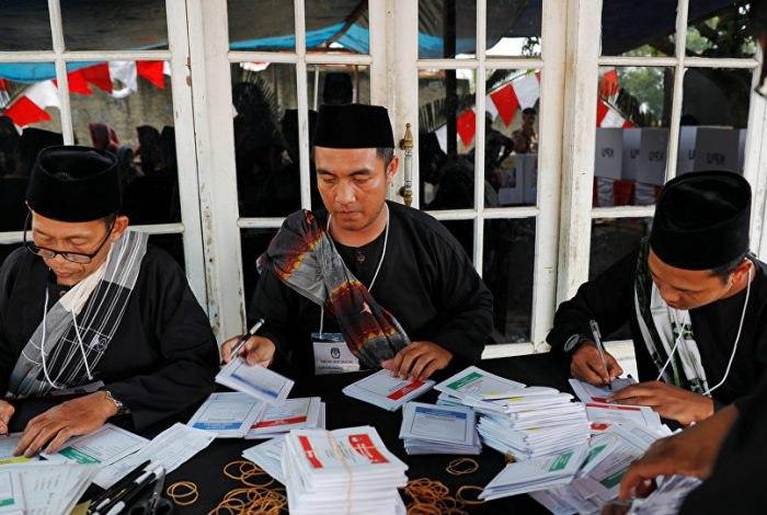 کشته شدن بیش از ۲۰۰ مامور شمارش آرای انتخابات در اندونزی!