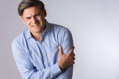 چه زمانی درد دست چپ نشانه مشکل قلبی است؟