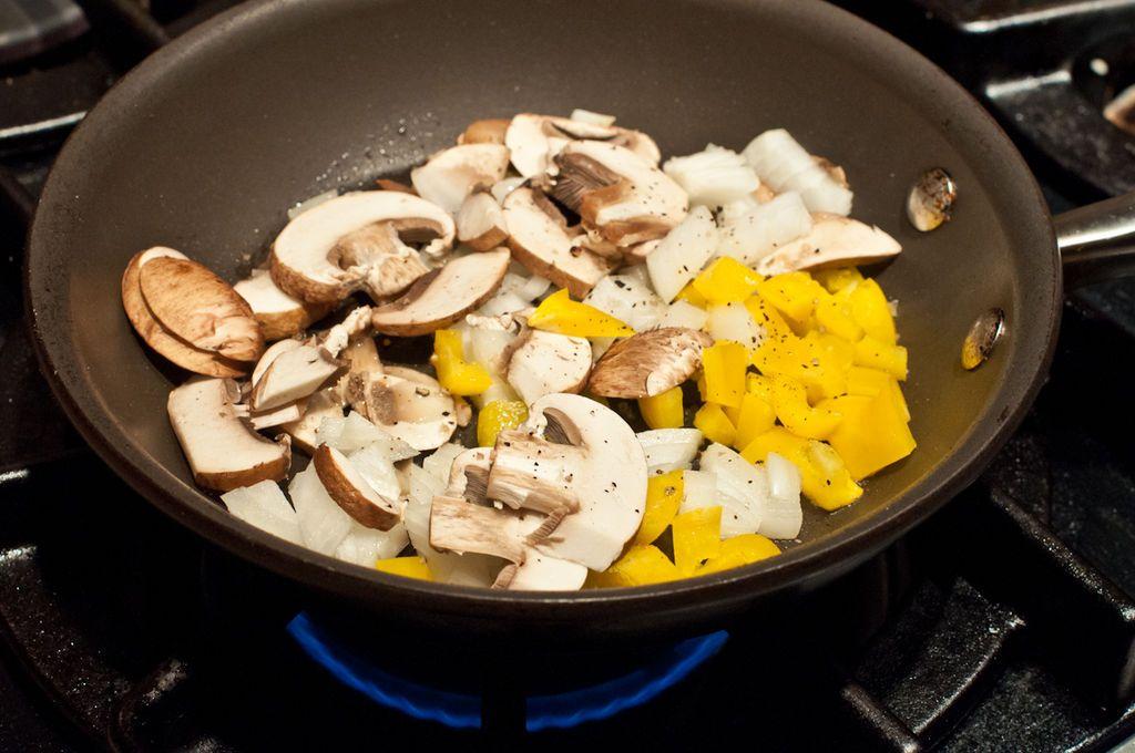 این خوراکیها با دوباره گرم کردن ممکن است سرطانزا شوند!