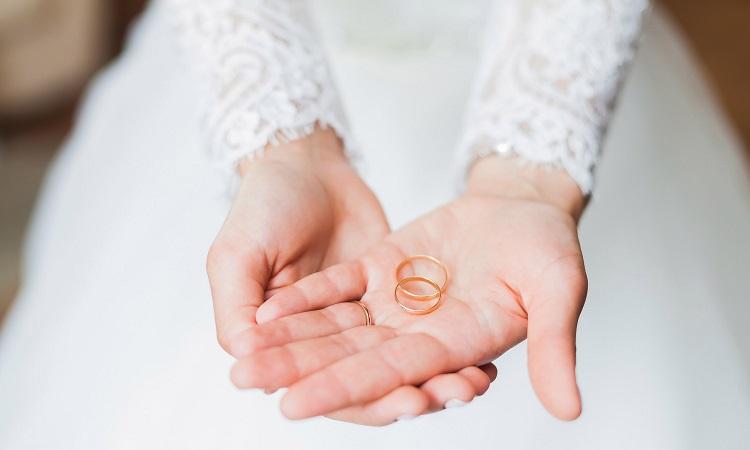 علت ازدواج دختران جوان با مردهای سالمند چیست؟