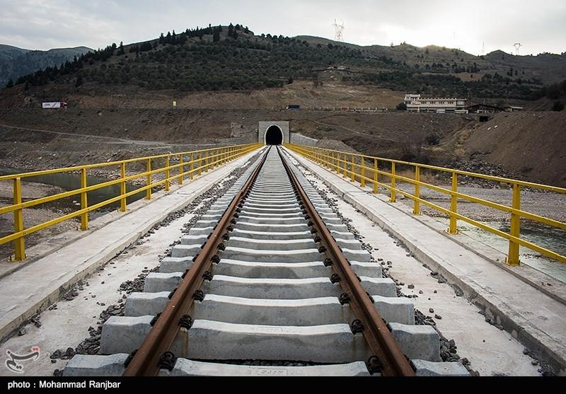 ۶٠ هزار تن غلات و نهاده دامی تا پایان امسال در ایستگاه راه آهن رشت تخلیه میشود