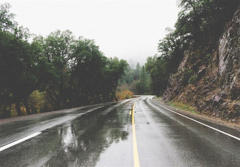 بارش باران در جادههای ۸ استان