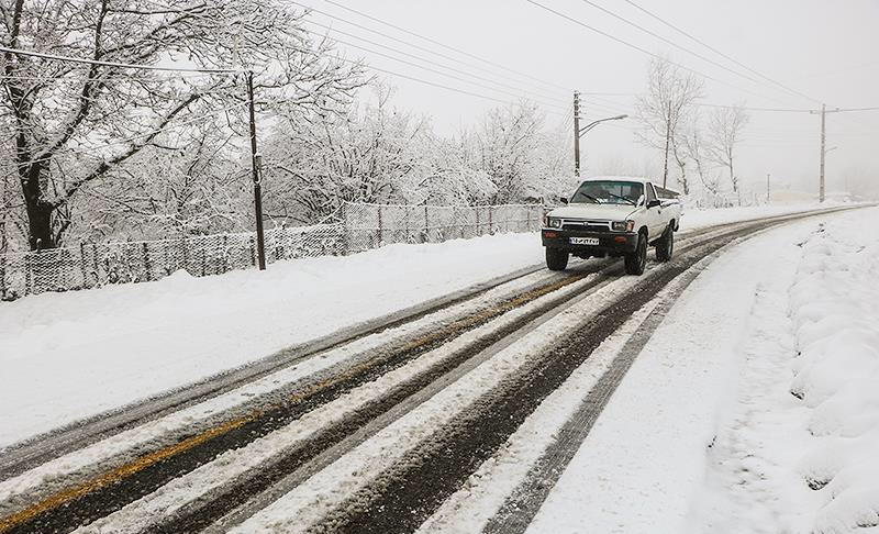 بارش برف و باران در جادههای ۷ استان کشور