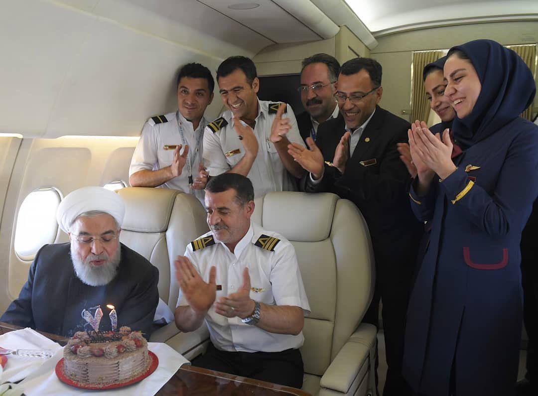 جشن تولد ۷۱ سالگی رئیسجمهور در هواپیما