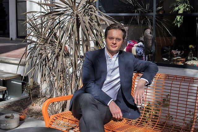 جوان لهستانی در بورس تهران پول پارو میکند