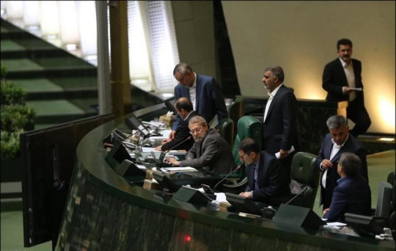 روایت یک نماینده از جلسه مجلس پیش از گرانی بنزین